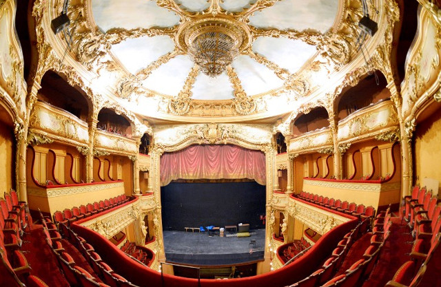 French theatres prepare to break taboo by showing ads before the curtain rises
