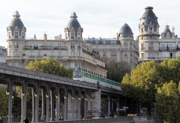 Man dies after attempting to 'surf' on roof of Paris Metro train