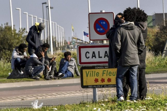Hundreds of migrants in Calais braced for winter without shelter
