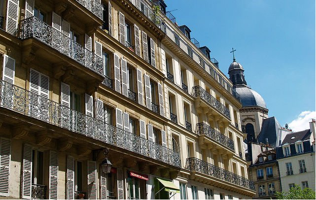 Airbnb slaps rental limits on apartments in central Paris