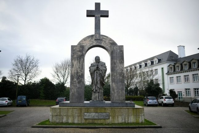 Poles launch petition against French plan to axe cross in Breton town