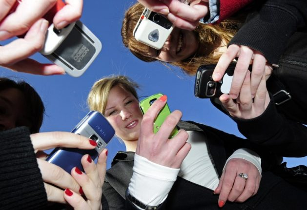 France to ban mobile phones in schools
