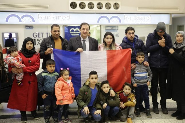 France launches its first guide for refugees