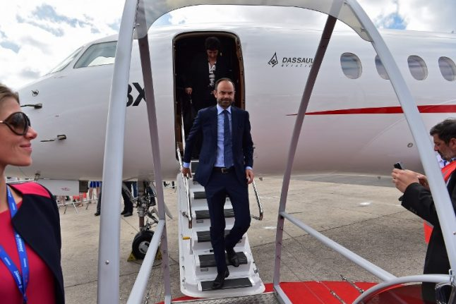 French Prime Minister defends €350,000 private flight home