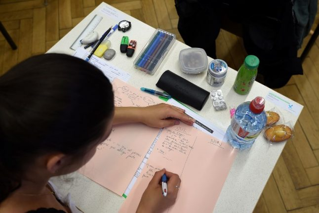 France to overhaul the baccalaureate in tricky school reform