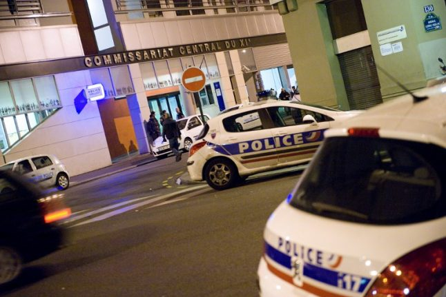 Parisian caught snorting coke on bonnet of cop car (outside a police station)