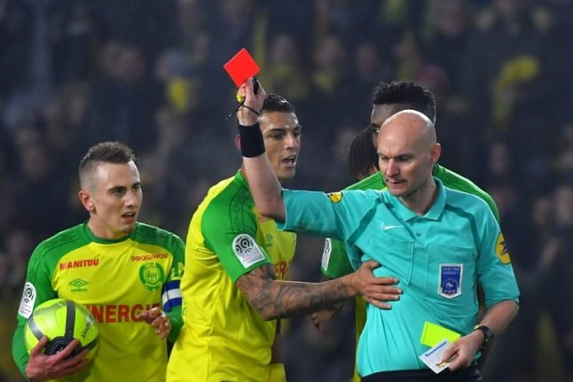 VIDEO: French ref ridiculed after kicking player... and then sending him off