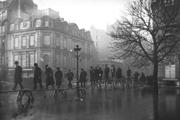 IN PICTURES: What Paris looked like during the 1910 'flood of the century'