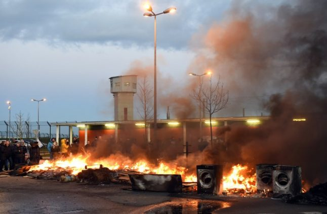 Guards blockade 120 jails as crisis in French prisons heightens