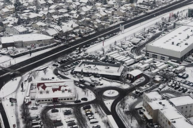 France weather LATEST: Temperatures to drop after snow causes Paris travel chaos