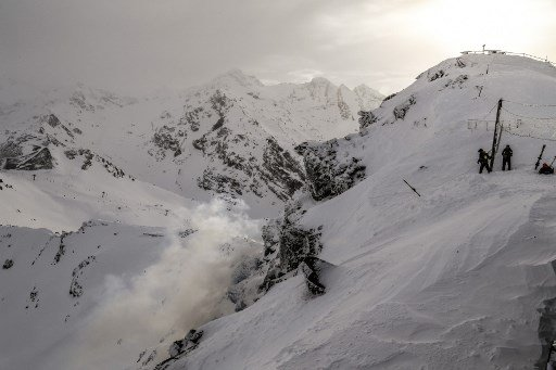 Father and daughter killed by French Alps avalanche