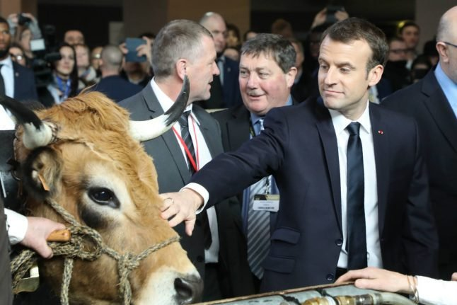Macron faces grilling from farmers at agricultural fair