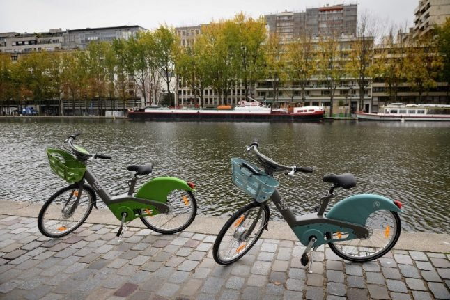 Paris City Hall takes over rollout of disastrous Velib bike-hire system