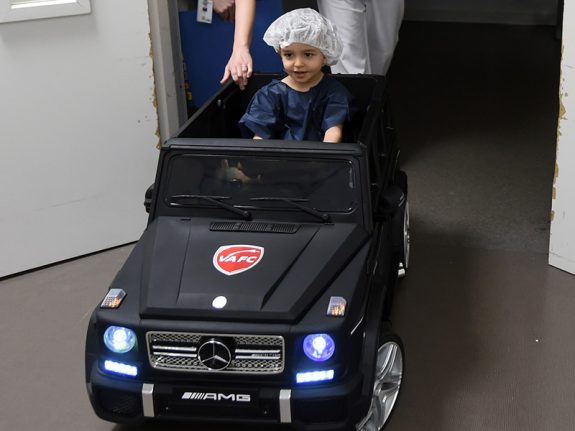 At French hospital, mini cars drive away children's fears of surgery