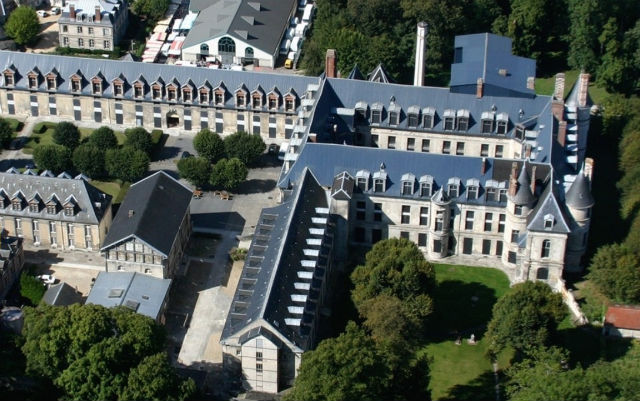 Macron to turn derelict chateau into global beacon for French language and culture