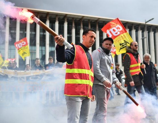 French government refuses to budge on rail reform