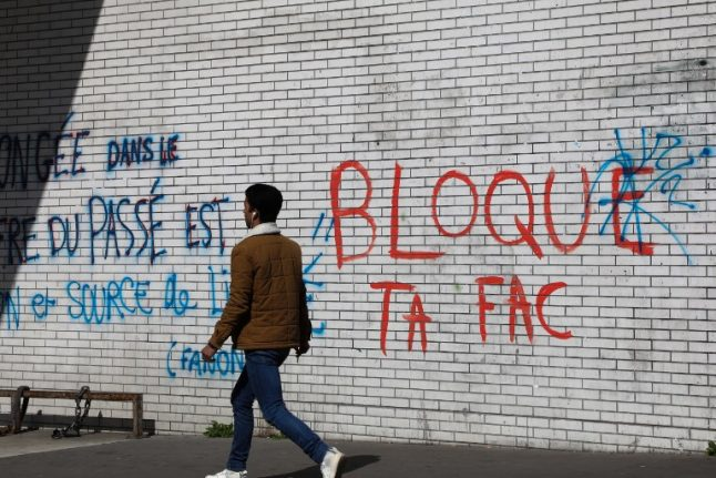 Anti-reform students blockade French universities (but many just want to take their exams)