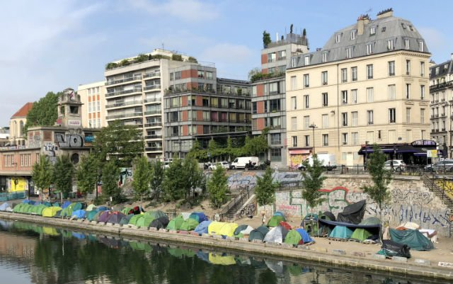 Thousands of migrants to be 'quickly' cleared out of Paris canal camps
