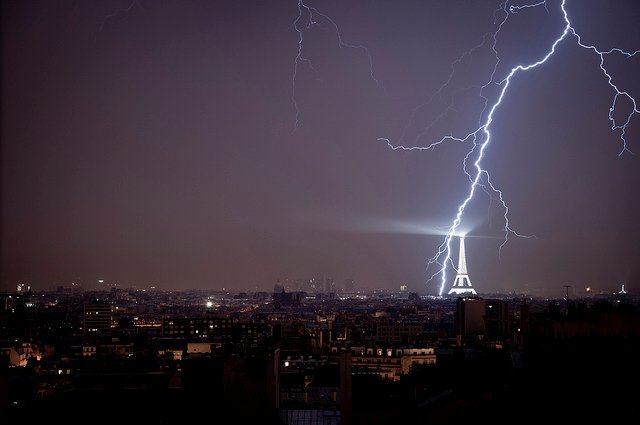Violent storms in France: How to avoid being struck by lightning