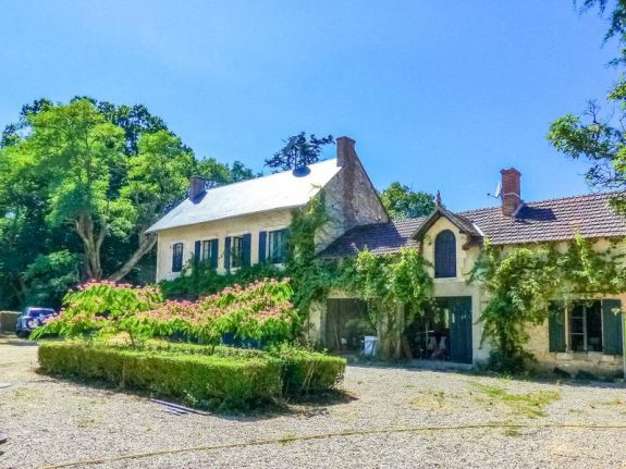 French property of the week: Charming farmhouse with 34 acres in the heart of France