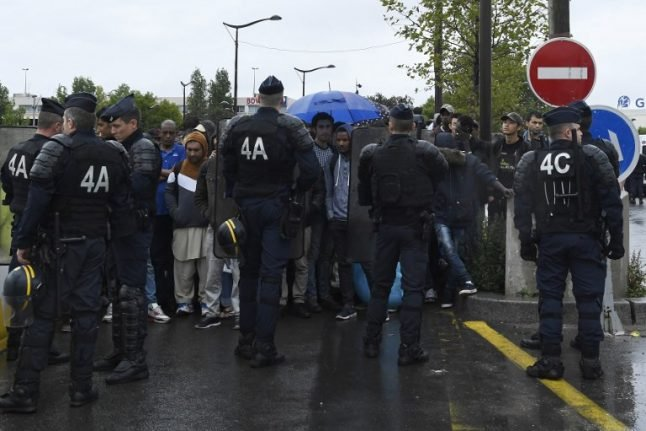 Paris: Refugee believed to be senior Isis member held by French police
