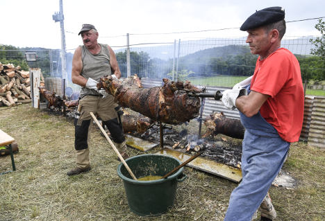 Do your wurst - French host sausage World Cup