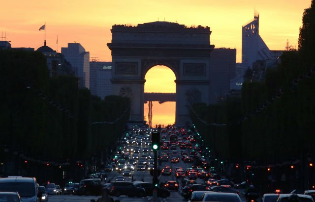 Champs-Elysées to be transformed into open air cinema for one night only