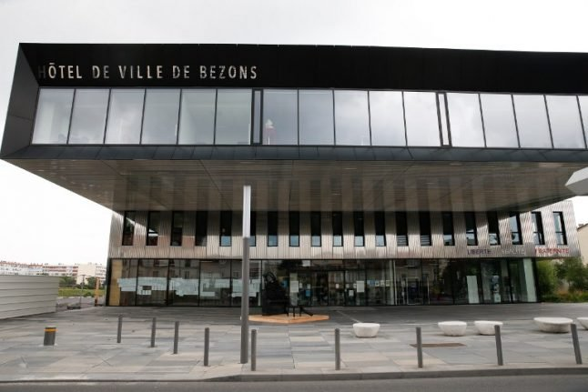 Jewish groups protest after Paris suburb renames street in honour of Palestinians