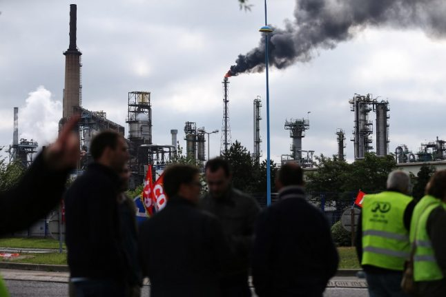 French farmers launch blockade of oil refineries and fuel depots