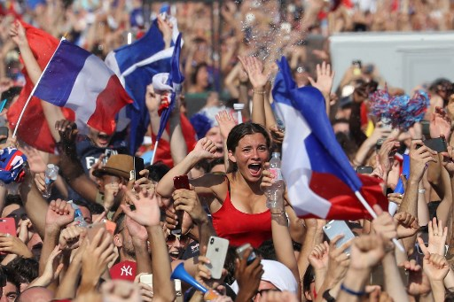 Champions du monde: Photos and videos of World Cup celebrations across France