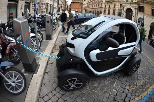 Renault to launch new electric car-sharing service in Paris