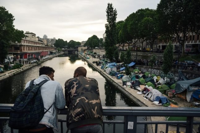 Paris: Hundreds of migrant children 'left homeless due to flawed process'