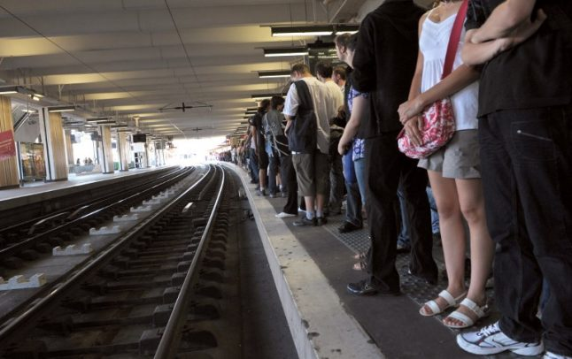Roasting Paris commuters complain of '43C temperatures' on packed RER trains