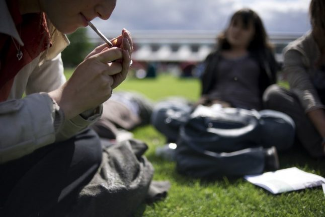 Paris to roll out smoking ban in public parks