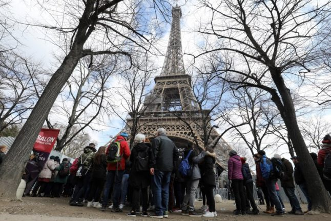 Eiffel tower reopens after strike but problem of long queues remains
