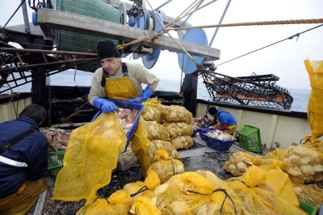 Scallop wars: France tells UK fishermen to keep out of contested waters