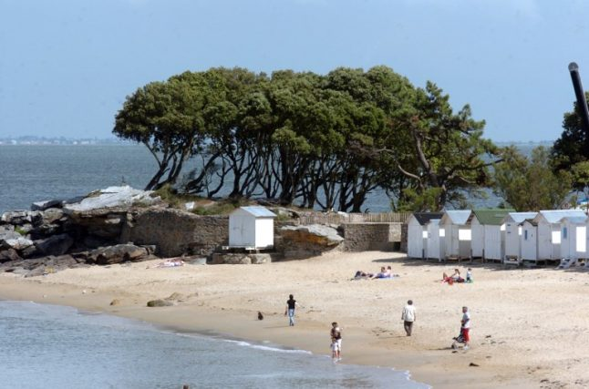 Man drowns after digging beach hole in western France