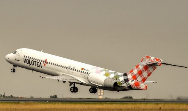 French plane passengers delayed for 29 hours block another flight