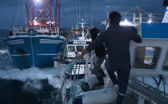 VIDEO: French and British fishermen clash at sea in battle for scallops