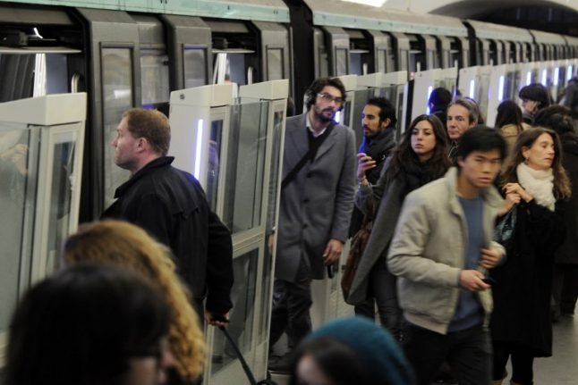 Paris Metro rolls out new service for foreign tourists targeted by thieves