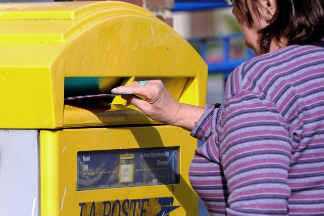 French woman has part of finger sliced off by La Poste mailbox