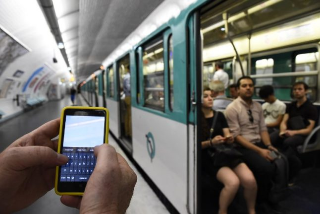 Paris: 4G launches on RER C but Metro users forced to wait
