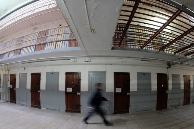 France to stop sending petty criminals to prison