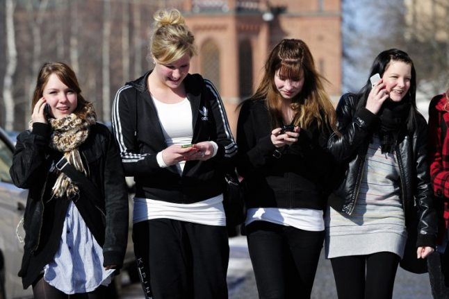French kids go back to school… without their mobile phones