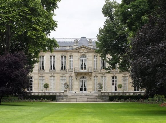 Policeman found dead in garden of French prime minister's residence