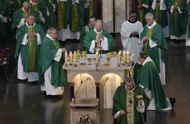 French bishops to set up 'independent' review on sex abuse in Catholic church