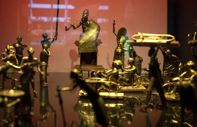 Macron agrees to return Benin sculptures 'without delay'