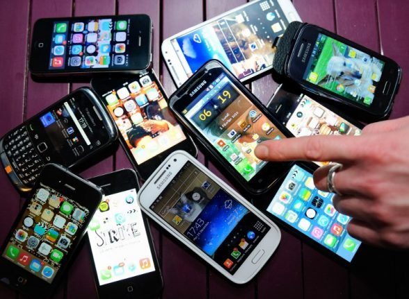 Readers' tips: The best mobile phone deals for foreigners living in rural France