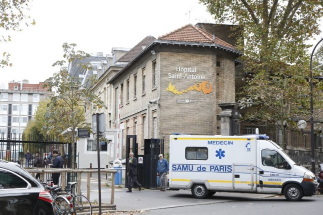 Paris hospital offers to pay Parisians €50 per poo (and ends up clogged with volunteers)