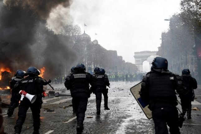'Yellow vests' call for another Saturday protest in Paris